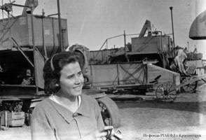 B. Schreiner, a combine driver of the Eckheim MTS [Machine and Tractor Station] who took up the responsibilities to train a young woman to be a combine specialist, 1939.